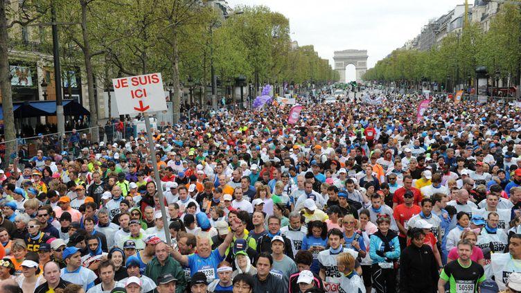 Le départ du Marathon de Paris, sur les Champs-Elysées, le 15 avril 2012 (NATHANAEL CHARBONNIER / RADIO FRANCE)