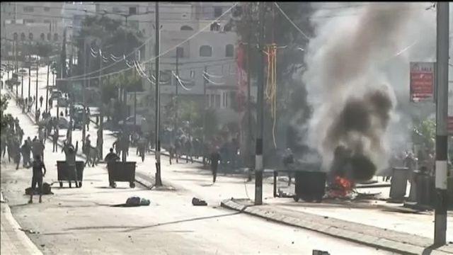 En Cisjordanie, la tension ne retombe pas. Des affrontements ont opposé des dizaines de jeunes palestiniens aux policiers israéliens, vendredi 4 décembre, dans les rues de Bethléem.