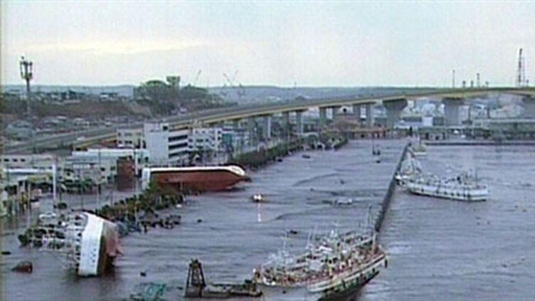 Le port d'Hachinohe, dans la préfecture d'Aomori, après le tsunami. (AFP/ HO / NHK)