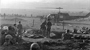 Un hélicoptère évacue des soldats américains blessés, pendant la guerre du Vietnam. (AFP)