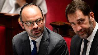 Le Premier ministre Edouard Philippe et le porte-parole du gouvernement Christophe Castaner à l'Assemblée nationale, le 15 novembre 2017. (MARTIN BUREAU / AFP)