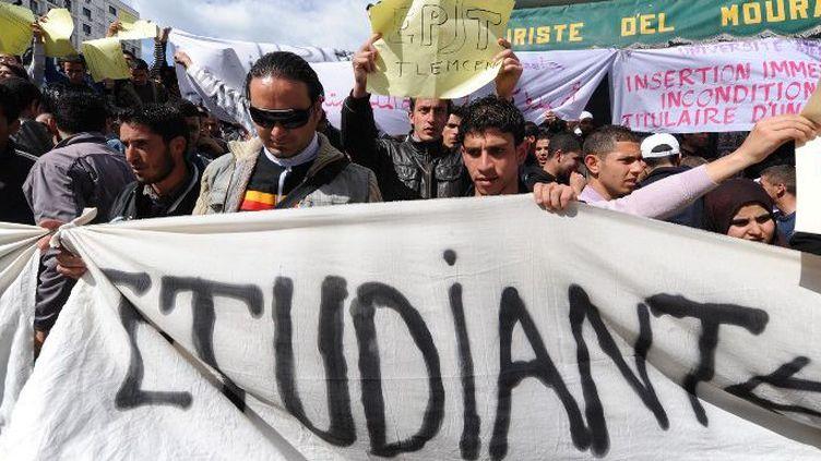 Manifestation d'étudiants à Alger pour plus de moyens pédagogiques. (Farouk Batiche/AFP)