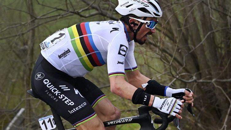Julian Alaphilippe, le 27 février 2021 lors du Het Nieuwsblad, sera parmis les favoris du Ronde. (DIRK WAEM / BELGA)