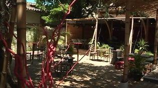 L'été est souvent synonyme de restaurants éphémères. À Toulouse (Haute-Garonne), ces installations se multiplient. Et si la ville est dépourvue de côte maritime, l'esprit plage est bien là. (FRANCE 3)
