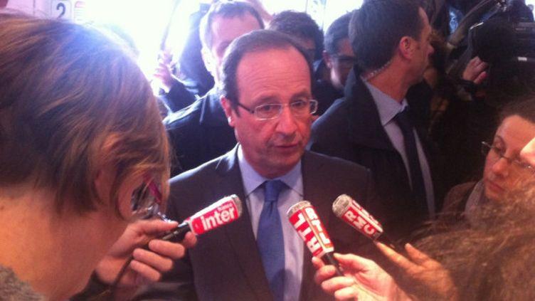 Le candidat socialiste à la présidentielle, François Hollande, le 24 avril 2012. (BASTIEN HUGUES / FTVI)