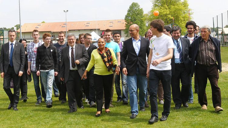 Christiane Taubira et Harlem Désir font partie des personnalités politiques socialistes présentes à Soustons (Landes), le 4 mai 2013. (ISABELLE LOUVIER / MAXPPP)