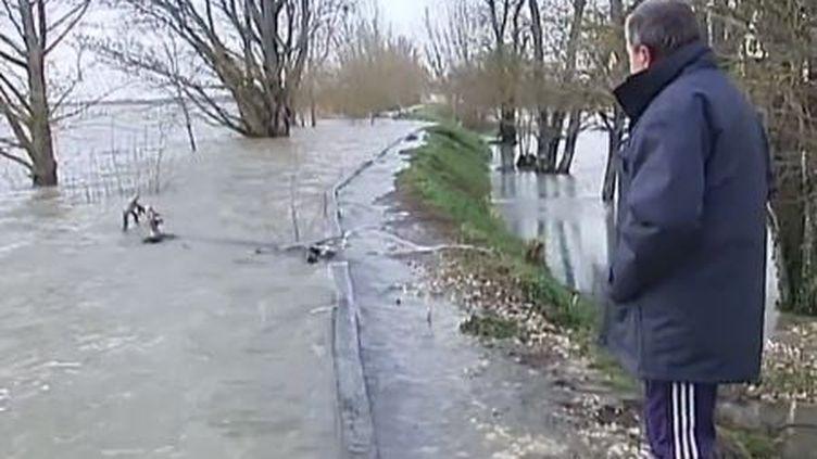 Capture d'écran, le 3 mars 2014, la Garonnedéborde àSaint-Louis-de-Montferrand en Gironde ( FRANCE 2 / FRANCETV INFO)
