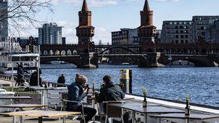 Vue de Berlin (Allemagne), le 22 mars 2010, alors que les autorité ont décidé d'interdire les rassemblements à plus de deux personnes. (PAUL ZINKEN / DPA / AFP)