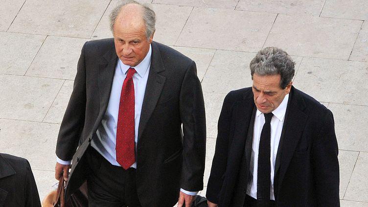 Patrice de Maistre (G) et son avocat, Pierre Haïk, arrivent à l'aéroport de Bordeaux le 22 mars 2012. (PIERRE ANDRIEU / AFP)