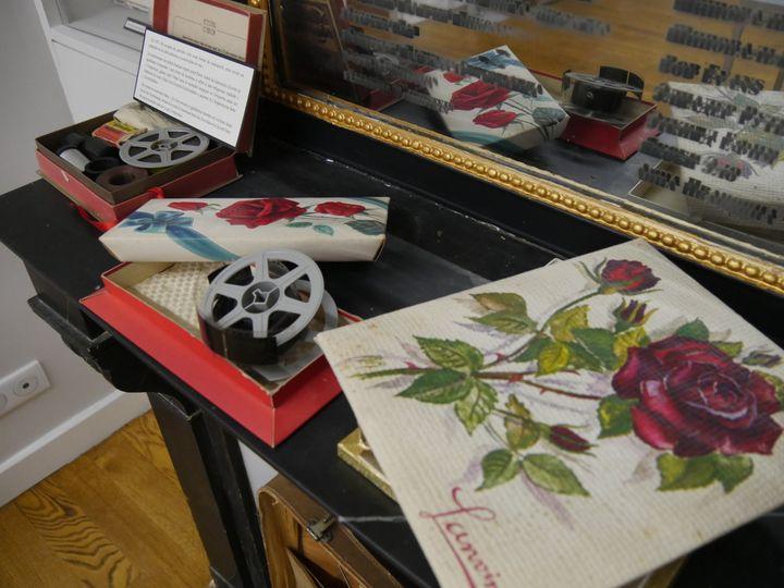 """Boîtes de chocolat ayant servi à passer le manuscrit de """"Août 14"""", premier livre d'Alexandre Soljenitsyne publié par Nicolas Struve en 1971  (Laurence Houot / Culturebox)"""