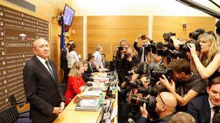 Le ministre de l'Intérieur, Gérard Collomb, peu avant son audition devant la commission d'enquête de l'Assemblée nationale, le 23 juillet 2018 à Paris. (FRANCOIS GUILLOT / AFP)