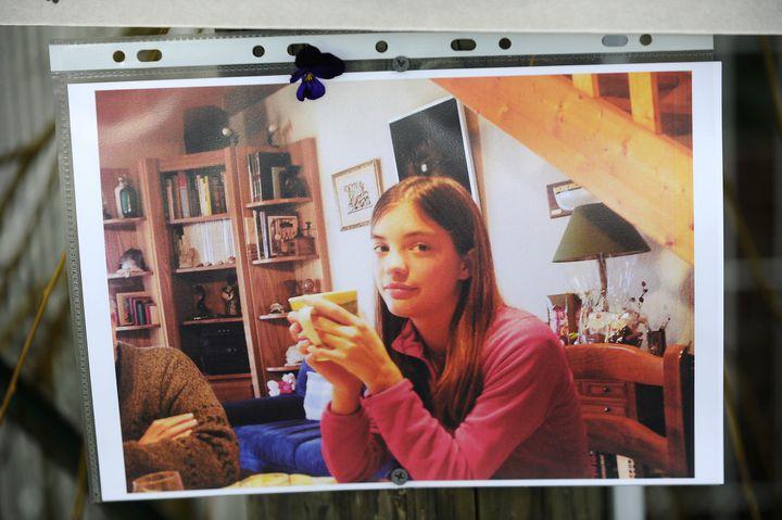 Photographie de Laëtitia Perrais affichée par la famille d'accueil au moment de sa disparition en janvier 2011  (JEAN-SEBASTIEN EVRARD / AFP)