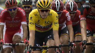 L'Australien Rohan Dennis porte le maillot jaune pour la deuxième étape du Tour de France 2015, dimanche 5 juillet, entre Utrecht et Neeltje, aux Pays-Bas. (LIONEL BONAVENTURE / AFP)