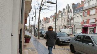 Les Hauts-de-France font partie des régions les plus touchées par l'épidémie de coronavirus.À Calais, la vie s'organise au quotidien, entre inquiétude sanitaire et économique. (FRANCE 2)