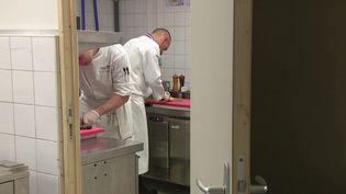 C'est l'un des concours de cuisine les plus prestigieux, il a été créé par le célèbre chef Paul Bocuse. Il a lieu en ce moment à Lyon (Rhône). 22 pays y participent. (FRANCE 3)