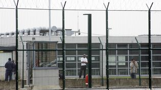 Le centre de rétention administrative de Mesnil-Amelot, près de Roissy, le 4 juin 2007 (illustration). (JOEL SAGET / AFP)