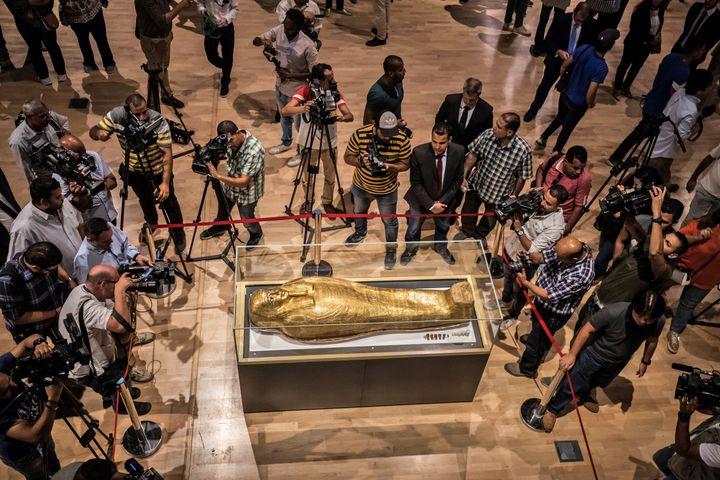 Le sarcophage deNedjemankh présenté au Caire le 1er octobre 2019. (KHALED DESOUKI / AFP)