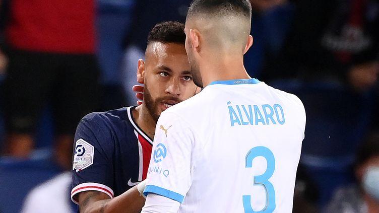 Neymar et Alvaro Gonzalez lors du Classique (FRANCK FIFE / AFP)