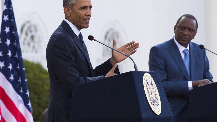 Le président américain Barack Obama donne une conférence de presse commune avec le président kényan Uhuru Kenyatta, à Nairobi, le 25 juillet 2015. (SAUL LOEB / AFP)
