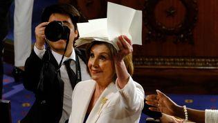 Nancy Pelosi, présidente démocrate de la Chambre des représentants, a répondu au président américain en déchirant sa copie du discours de Donald Trump, à Washington, le 4 février 2020. (ALEX WROBLEWSKI / CONSOLIDATED NEWS PHOTOS / AFP)