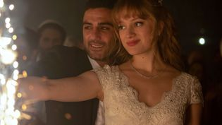 Vive la mariée ! Imri Biton (Eran), Nadia Tereszkiewicz (Natalie) (PHOTO NUMÉRIQUE)