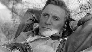 """C'est une légende d'Hollywood (États-Unis) qui vient de s'éteindre : l'acteur Kirk Douglas est mort à l'âge de 103 ans. Le héros de """"Spartacus"""" a écrit une page de l'histoire du cinéma. Retour sur un parcours exceptionnel. (FRANCE 2)"""