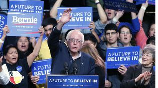Bernie Sanders, candidat aux primaires démocrates, lors d'un meeting à Duluth (Etats-Unis), le 26 janvier 2016. (JIM MONE / AP / SIPA)