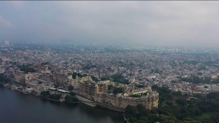 Inde :à la découverte d'Udaipur, la merveilleuse cité deslacs (France 2)