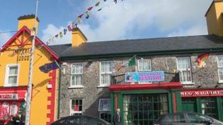 Dans l'ouest de l'Irlande, les célibataires se donnent rendez-vous dans un festival pas comme les autres. Une tradition de rencontre qui dure depuis 150 ans. (FRANCE 2)