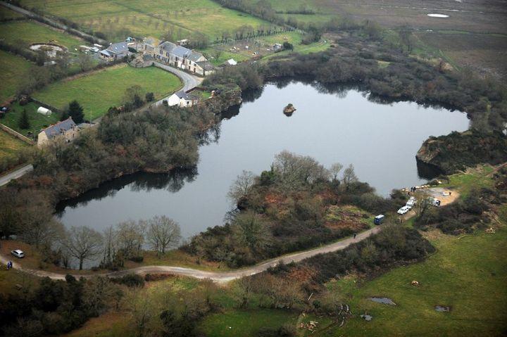 C'est dans cet étang, à Lavau-sur-Loire, que la tête et les membres de Laëtitia Perrais ont été découverts le 1er février 2011. (FRANK PERRY / AFP)