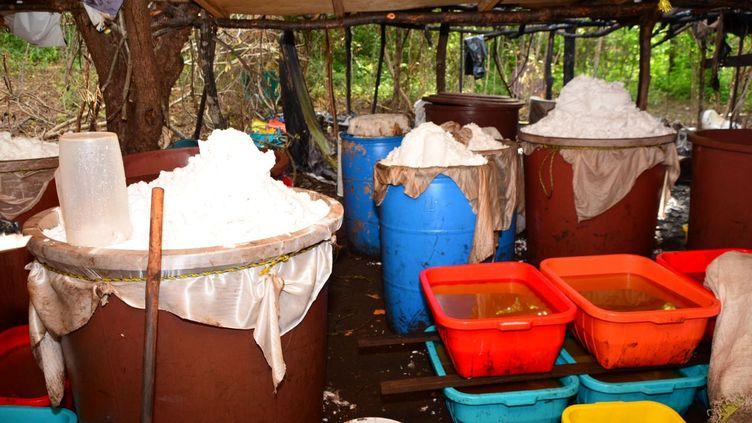 """Cinquante tonnes de méthamphétamine,droguede synthèse aussi appelée """"crystal meth"""", ont été saisies dans un laboratoire de l'Etat mexicain de Sinaloa. (REUTERS)"""