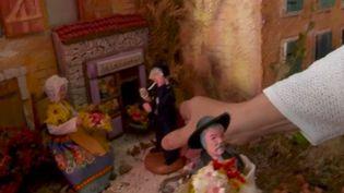 Les fabrications de santons, figurines représentant la scène de la nativité, s'inquiètent du fort ralentissement de leur activité. La période de fin d'année représente 80% de leur chiffre d'affaires. (France 2)