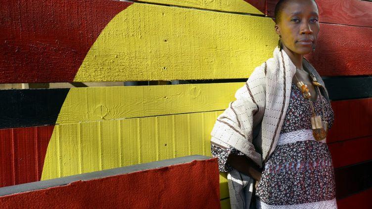 La chanteuse malienne Rokia Traore pose le 31 mars 2013 au Dock des Suds à Marseille (Bouches-du-Rhône). (ANNE-CHRISTINE POUJOULAT / AFP)