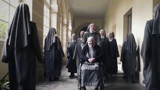 Les religieuses de Semur-en-Brionnais (Saône-et-Loire) ont posté un clip musical insolite. (CAPTURE D'ÉCRAN FRANCE 3)
