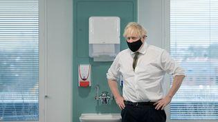 Le Premier ministre britannique, Boris Johnson, le 4 janvier 2021 à Londres (Royaume-Uni). (STEFAN ROUSSEAU / AFP)