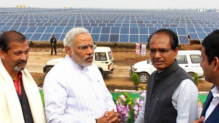 Le Premier ministre indien Narendra Modi inaugure une centrale solaire à Bhagwanpura. (AFP/ STRDEL)