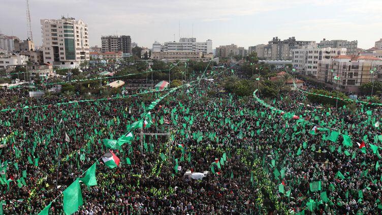 Des supporters du Hamas célèbrent les 25 ans du mouvement, à Gaza, le 8 décembre 2012. (MAHMUD HAMS / AFP)