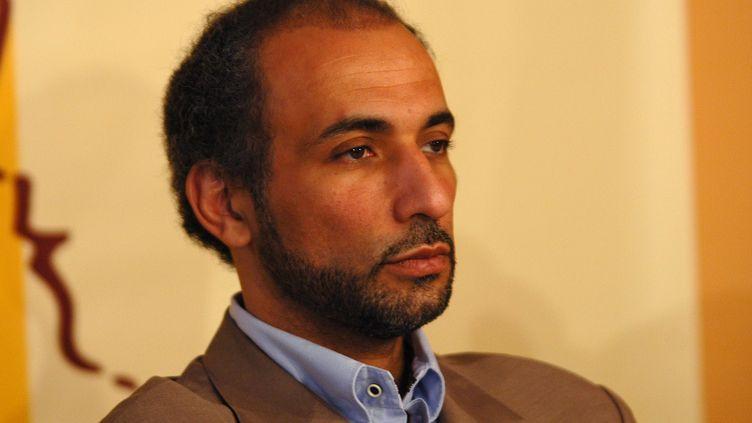 """Tarik Ramadan, professeur de philosophie et d'islamologie, lors d'une conférencesur """"la condition de la femme musulmane"""" à Casablanca le 1er avril 2006. (MAXPPP)"""