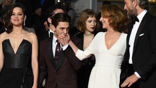 Marion Cotillard, Xavier Dolan, Nathalie Baye et Vincent Cassel, le 19 mai 2016 au festival de Cannes. (ANNE-CHRISTINE POUJOULAT / AFP)