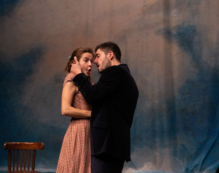 Héloïse Lecointre (Charlotte) entre les mains d'Arthur Fourcade (Dom Juan) (MICHEL/CAVALCA)