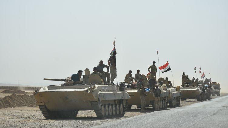 Des chars de l'armée irakienne, le 7 octobre 2017 à Kirkouk (Irak). (ALI MUKARREM GARIP / ANADOLU AGENCY / AFP)