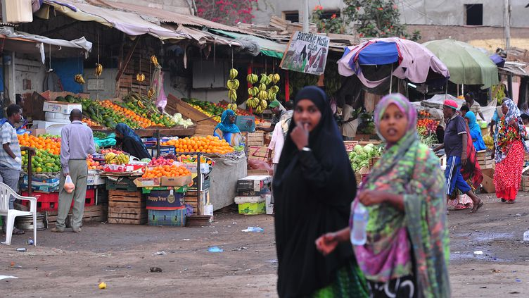 Sur un marché à Djibouti, le 21 mars 2016. (SIMON MAINA / AFP)