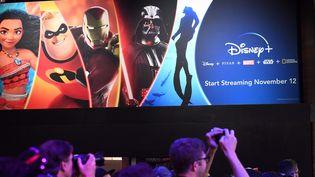Le service Disney+ est présenté à Anaheim (Californie), le 23 août 2019. (ROBYN BECK / AFP)