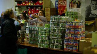 Distribution de denrées alimentaires aux Restos ducœur, à Marseille (Bouches-du-Rhône). (MAXPPP)