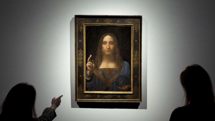 """Le """"Salvator Mundi"""" de Vinci présenté à la maison Christie's de Londres (24 octobre 2017)  (Geoff Pugh / Shutterstock / Sipa)"""