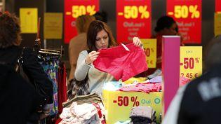 Ouverture des soldes d'été au centre commercial Val d'Europe (Marne-la-Vallée), le 22 juin 2011. (MAXPPP)