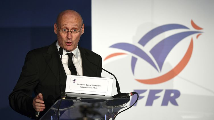 Bernard Laporte à la tribune (FRANCK FIFE / AFP)