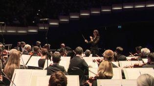 La jeune cheffe d'orchestre Chloé Dufresne. (FRANCEINFO)