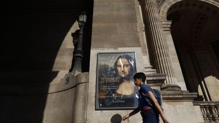 Un mois après sa réouverture, le Louvre accueille quatre fois moins de visiteurs que d'habitude. (MEHDI TAAMALLAH / NURPHOTO / NURPHOTO VIA AFP)