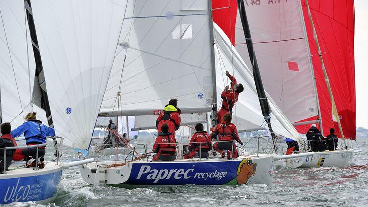 Sébastien Petithuguenin avec son équipage à bord du bateau Paprec, en 2014. (FRANCOIS VAN MALLEGHEM / FRANCOIS VAN MALLEGHEM)